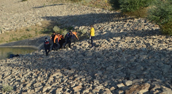 Kaybolan kardeşlerin cansız bedenleri gölette bulundu