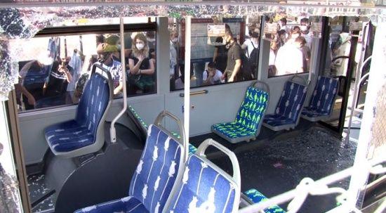 Küçükçekmece'de metrobüsler çarpıştı: 24 yaralı