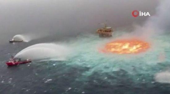 Meksika Körfezi'nde su altı petrol boru hattında patlama! Okyanus adeta alev aldı