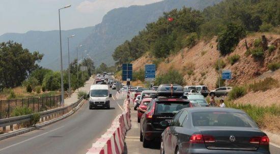 Muğla'da trafik kilit, araç yoğunluğu bitmiyor