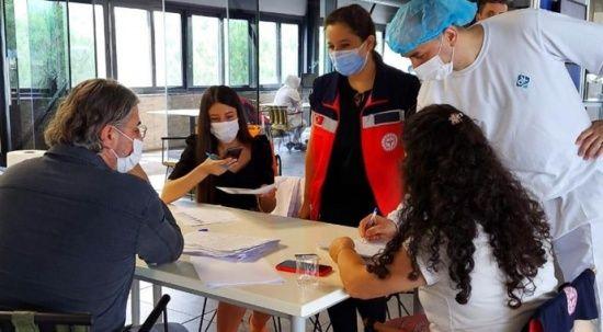 Sakarya'da aşı çadırına büyük ilgi