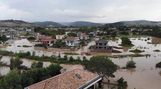 Şile'yi sağanak vurdu, evler sular altında kaldı