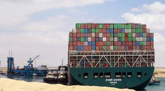 Süveyş Kanalı'nı kapatan gemi serbest bırakılıyor