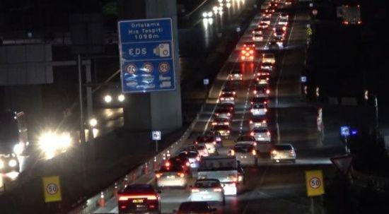Tatilciler erken dönüşe geçti, trafik yoğun