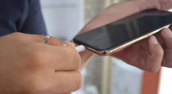 Telefonunuzu 'şarj düşük' uyarısı vermeden şarja takmayın uyarısı