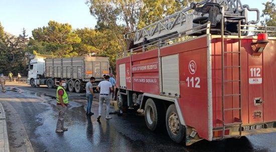 Yangın bölgesinde kaza! İtfaiye aracı tıra çarptı