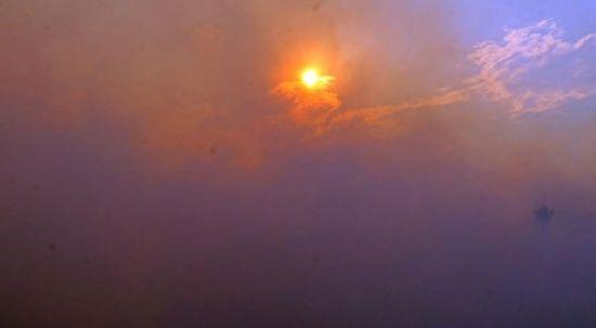 Yangın bulutları göğe ulaştı, güneş kızıla döndü