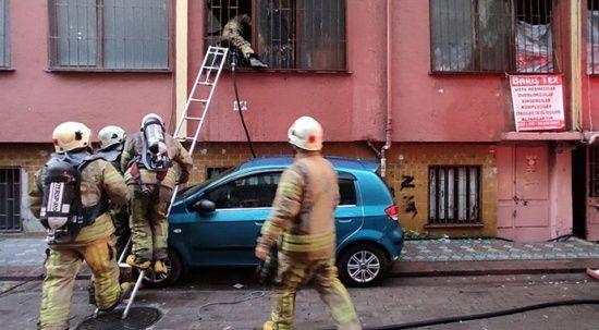Zeytinburnu'nda yangın: Mahsur kalan 8 kişi kurtarıldı