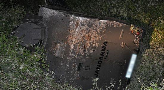 Zırhlı askeri araç şarampole devrildi: 3 asker yaralı