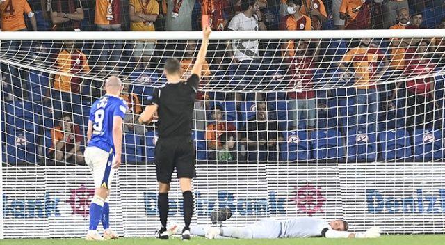 Galatasaray'a UEFA maçında şok! Muslera oyundan atıldı