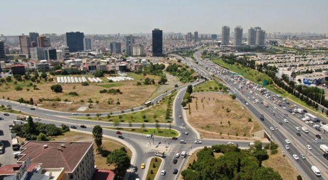 İBB yol kenarlarındaki yeşillik alanları kurumaya terk etti