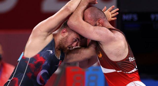 Milli güreşçi Süleyman Karadeniz yarı finalde