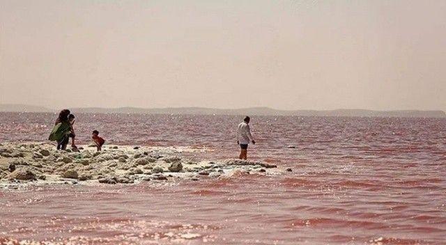 Orta Doğu'nun en büyük tuz gölü Urmiye kurumaya yüz tuttu