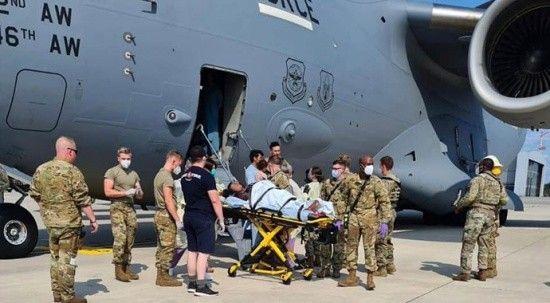 Afganistan'dan tahliye edilen hamile kadın uçakta doğum yaptı
