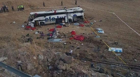 Balıkesir'de yolcu otobüsü yoldan çıktı! Çok sayıda ölü ve yaralı var