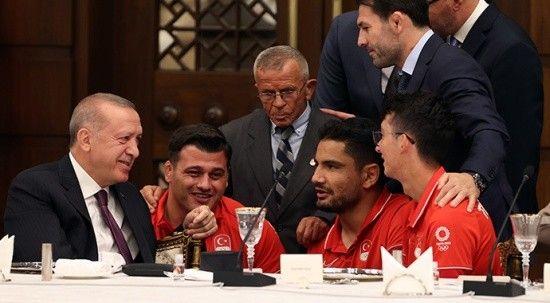 Cumhurbaşkanı Erdoğan madalya alan sporcularla buluştu: Başarılar tarihe geçmiştir