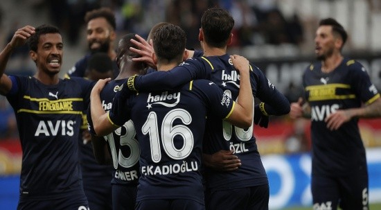 Fenerbahçe Finlandiya'da güle oynaya turladı