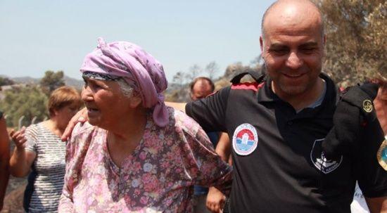 Gülşen teyze alevler arasında yanıyordu, Maltepe Belediyesi kurtardı