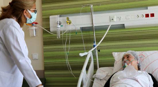 Kararsız kaldığı içi aşısını yaptırmadı! Covid-19 hastası pişmanlığını anlattı