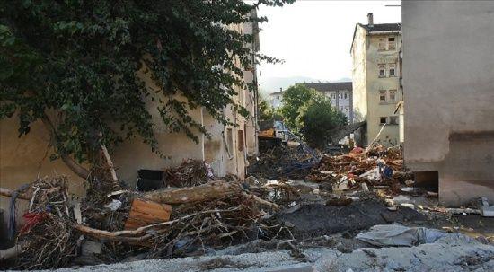 Kastamonu'da yıkılan bir binanın müteahhidine gözaltı