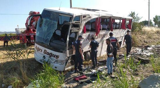 Kontrolden çıkan otobüste can pazarı: 33 yaralı