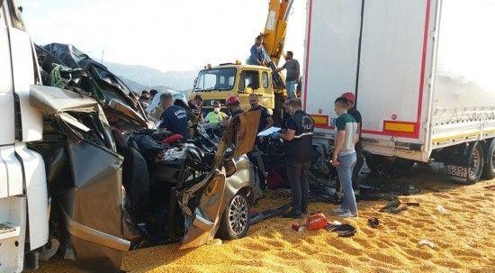 Manisa'da zincirleme kaza: 3 ölü, 5 yaralı