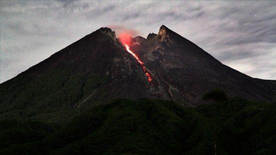 Merapi Yanardağı yeniden hareketlendi