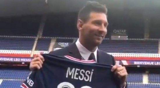 Messi imzayı attı, resmen PSG'de