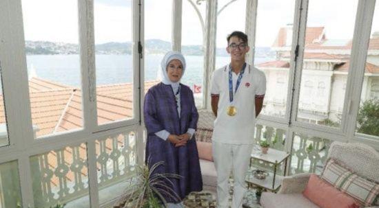 Mete Gazoz, Emine Erdoğan'ı ziyaret etti