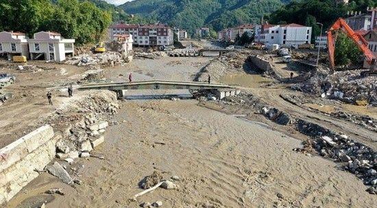 Sel felaketi yaşanan Bozkurt'tan 13 bin kamyon çamur çıkarıldı