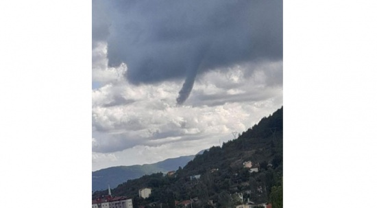 Sel felaketinin ardından Kastamonu'da çıkan hortum korkuttu