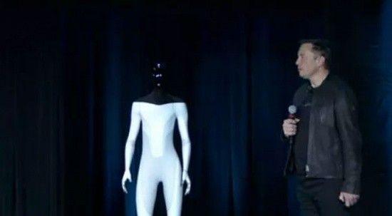 Tesla'nın insansı robotu fabrikada çalışacak