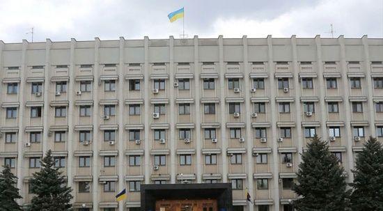 Ukrayna'da bir kişi el bombasıyla hükümet binasına girdi