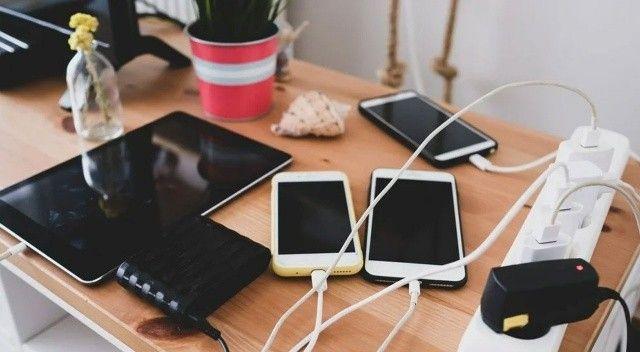 AB'den Apple üzecek karar: Tüm cihazlarda ortak şarj girişi kullanılacak