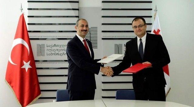 Adalet Bakanı Abdulhamit Gül Gürcistan'da!