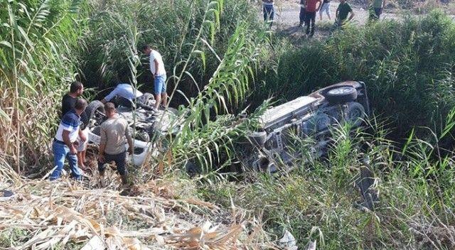 Adana'da 2 otomobil kafa kafaya çarpıştı! 3 kişi yaralandı