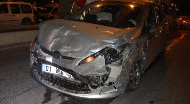 Adana'da iki araç çarpıştı, ölü ve yaralananlar var
