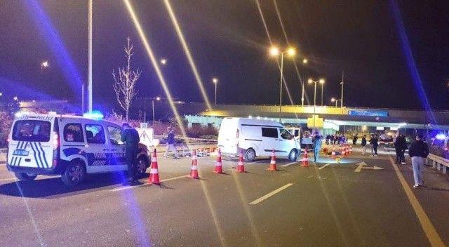 Ankara'da aydınlatma direklerine bakım yapan işçilere araba çarptı: 2 ölü, 2 yaralı