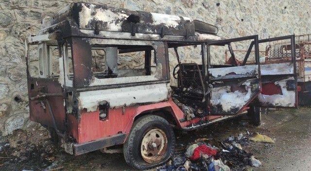 Araç alev alev yandı, evsiz adam az kalsın yanıyordu