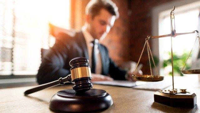 Avukat, müvekkilini 42 milyon TL dolandırdı