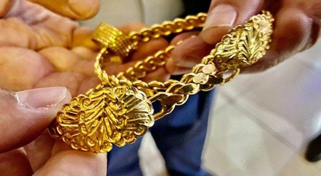 Bahçede 70 bin TL değerinde altın buldu! Sahiplerine teslim etti