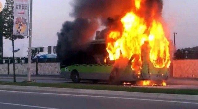 Belediye otobüsü alev topuna döndü