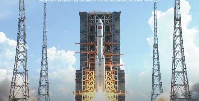 Çin kargo mekiğini kendi uzay istasyonuna fırlattı
