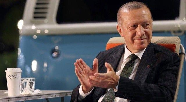 Cumhurbaşkanı Erdoğan Mersinli gençlerle şarkı söyledi