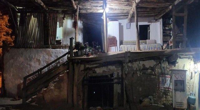 Denizli'de deprem oldu, Çal'da bir ev boşaltıldı