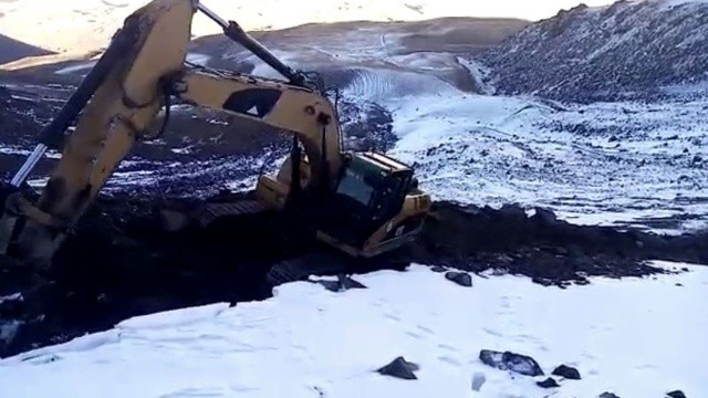 Ağrı, yazdan kışa geçti: Ekiplerin zorlu kar mücadelesi