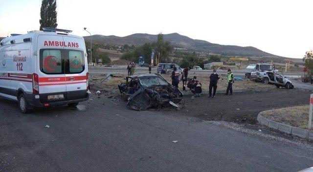 Feci kaza, iki otomobil çarpıştı: 6 ölü