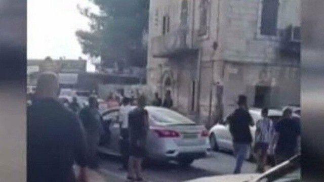 Filistinli genç, İsrailli adamın aracının altında ezildi