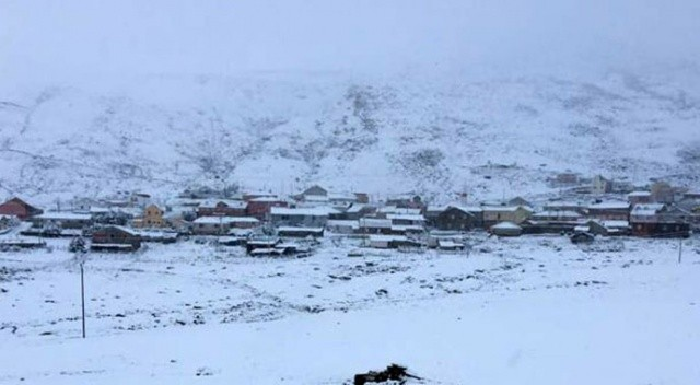 Gümüşhane'de yılın ilk karı düştü: Yüksek kesimler beyaza büründü