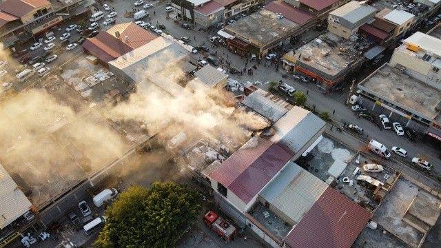 Hatay'da plastik boya imalathanesinde yangın çıktı